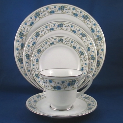 Noritake Sue 5 piece place setting